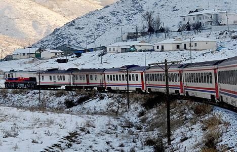 Türkiye'nin batısından doğusuna tren yolculuğu 39 saat sürüyor!