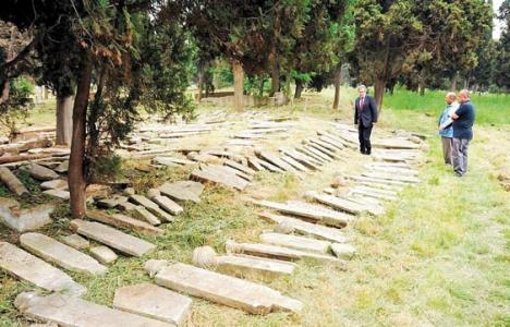 Fatih'teki tarihi mezarlık otopark mı oldu?