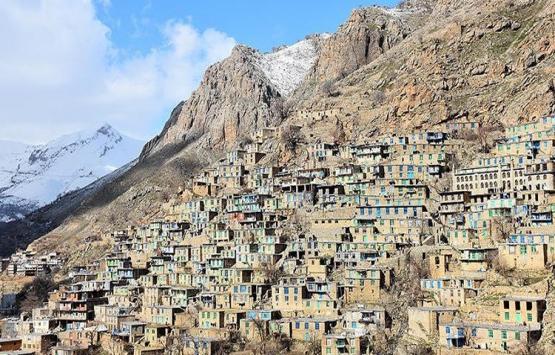 İran'ın Irak sınırındaki taş evler büyülüyor!