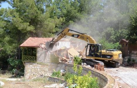 Trabzon'daki kaçak binalar yıkıldı!