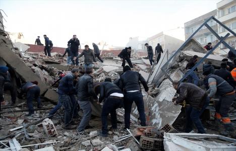 Zeytinburnu'nda bina çöktü: 2 yaralı!