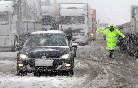 Balıkesir-İzmir karayolu ulaşıma kapandı!
