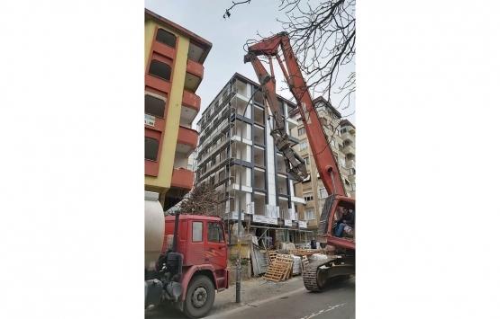 Kartal'daki 2 riskli bina yıkıldı!