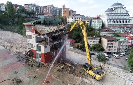 Kağıthane'deki 5 katlı Huzur Apartmanı yıkıldı!
