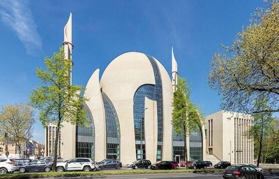 Almanya'da camiler ve küçük mağazalar yeniden açılıyor!