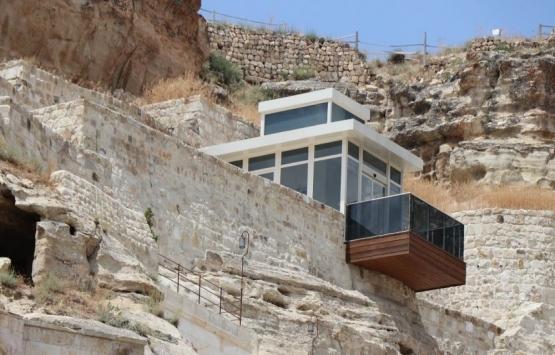 Kapadokya'da kayanın üzerine inşa edilen asansöre tepki!