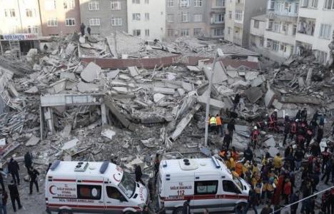 Zeytinburnu'nda yıkılan bina konut ve ticaret alanı oldu!