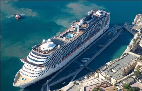 Alsancak Limanı'na yanaşan 3 kruvaziyer 10 bine yakın yolcu indirdi!