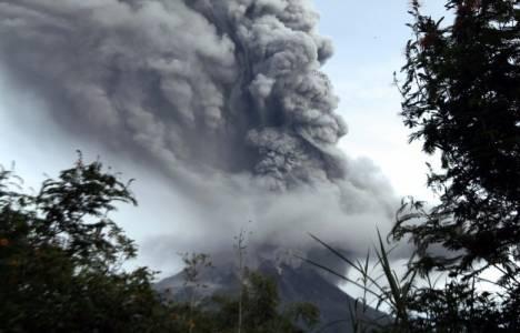 Endonezya'da Sinabung Yanardağı