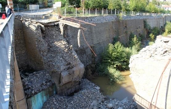 Elazığ'daki tarihi Maden Köprüsü çöktü!
