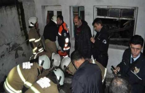 İzmir Bornova'da tek katlı ev çöktü!