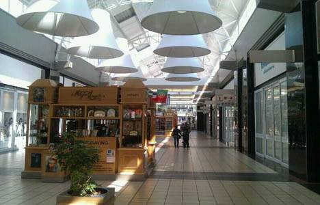 Güney Afrika'da bir alışveriş merkezinin çatısı çöktü!