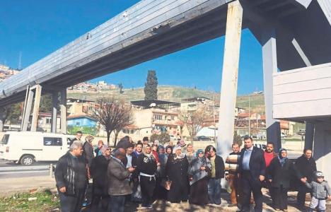 İzmir Konak 19 Mayıs Mahallesi'ndeki yaya üst geçidi yenilenecek mi?