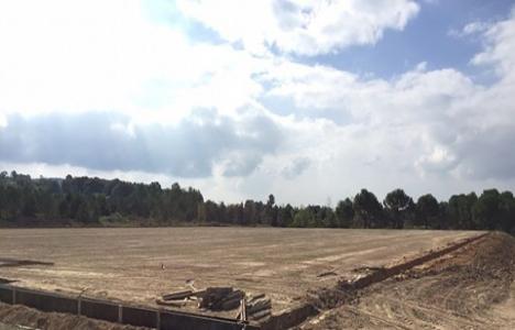 Hendek'e yeni futbol sahası!