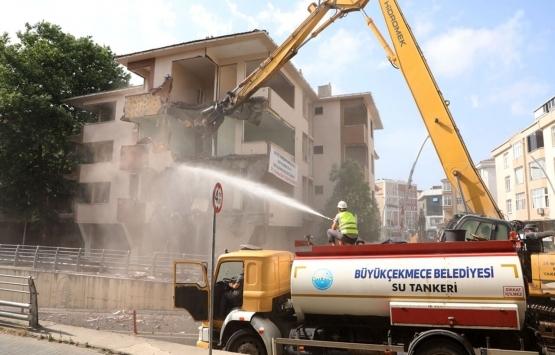 Büyükçekmece'de depreme dayanıksız 5 bina yıkıldı!