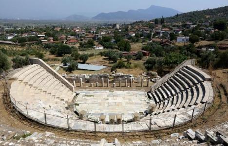 İzmir Metropolis'te dünyanın en iyi korunmuş yapısı ortaya çıkarıldı!