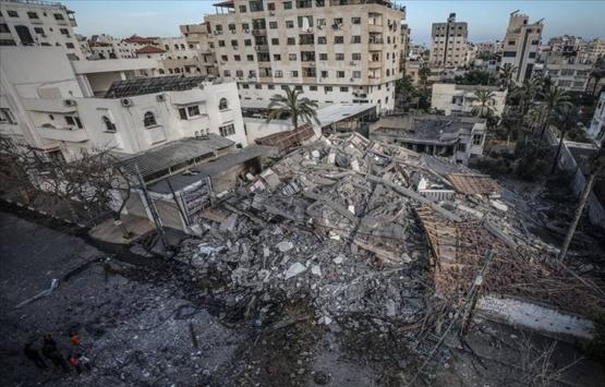İsrail, Gazze'deki çok katlı binaları vuruyor!