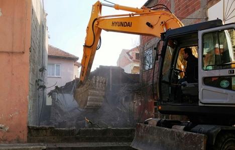 İzmit'teki eski binalar yıkılıyor!