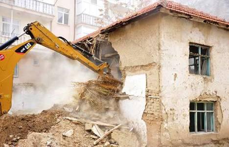 Karaman Belediyesi metruk binaları yıkıyor!