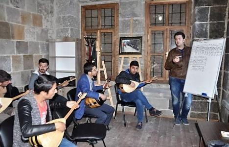 Bitlis'teki 117 yıllık belediye binası sanat merkezi oldu!