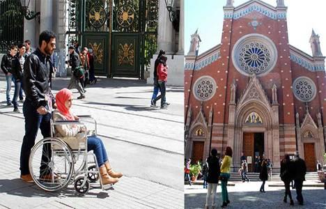 İstanbullular oy kullanmaya gidince Taksim turistlere kaldı!