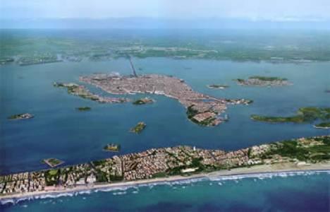 İtalya krizden dolayı Venedik açıklarında bir adayı satılığa çıkarıyor!