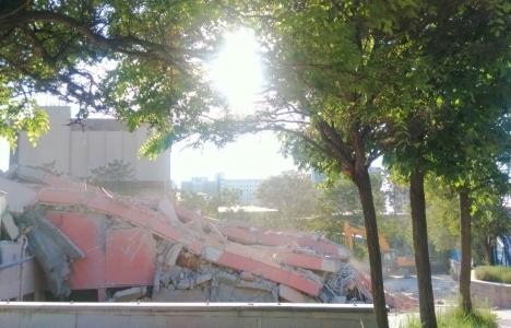 Beşevler Turizm Otelcilik Okulu yıkıldı!