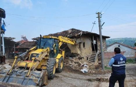 Kütahya Pazarlar'daki metruk binalar yıkılıyor!