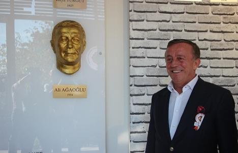 Ali Ağaoğlu'na Kabataş Lisesi Eğitim Vakfı'ndan mask hediyesi!