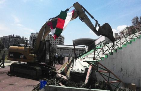 Karşıyaka Stadı'nda yıkım
