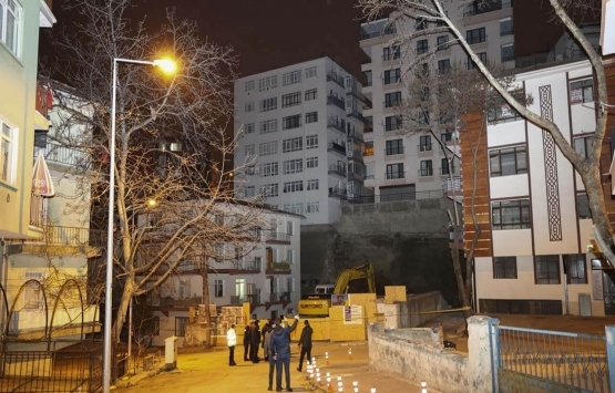 Ankara'da temeli kayan 8 katlı bina tahliye edildi!