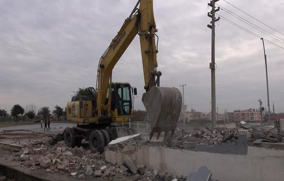 Tarsus'ta mevzuata aykırı yapı yıkıldı!