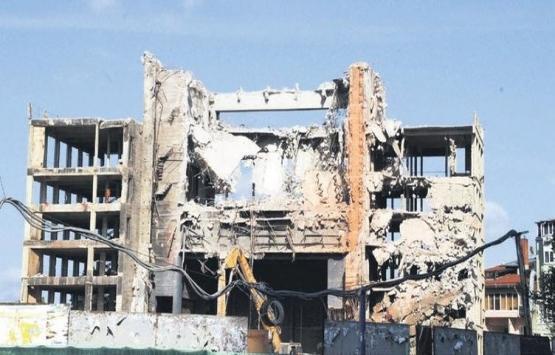 AKM'nin yıkımının yüzde