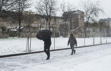 İstanbul'da fırtına nedeniyle