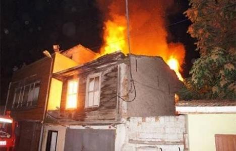 Fatih'te 2 binada yangın çıktı!