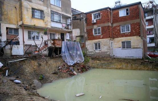 İzmir Karabağlar'da kayma riskli bina tahliye edildi!