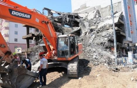 Van depreminde hasar gören binaların yıkımları devam ediyor!