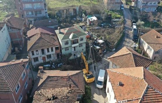 Kocaeli'de depremde hasar gören 3 bina yıkıldı!