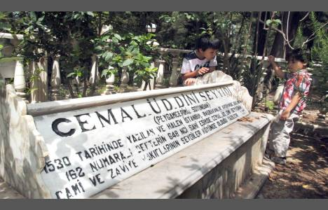 Manavgat'ta mezarlığa türbe