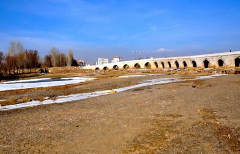 Kuraklık, barajdaki doğal yaşamı tehdit ediyor!
