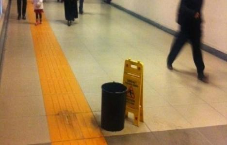 Kadıköy-Kartal metro istasyonu tavanında sızıntı meydana geldi!