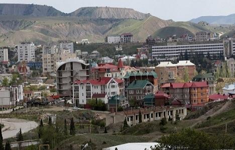 Ağaoğlu, Kırım'da inşaat