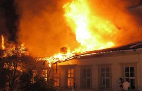 Mudurnu'da iki katlı bir evde yangın çıktı!
