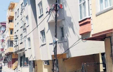 Gaziosmanpaşa'da bina yıkıldı,