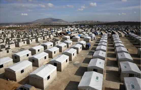 Sadakataşı Derneği, İdlib'deki 308 briket evi teslim etti!