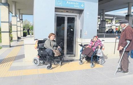 İzmir metrosunu kullanan