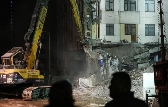 Kartal'da 10 katlı riskli binanın yıkımı başladı!