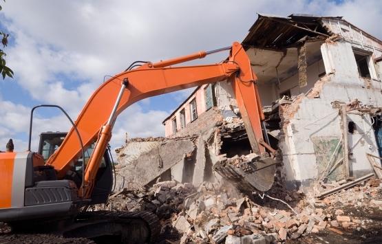Avcılar'da hasarlı binalar yıkılıyor!