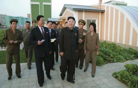 Kore lideri Kim Jong-un havaalanı inşaatını ziyaret etti