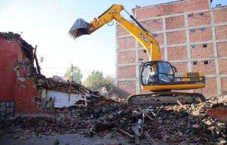 Manisa Kulada bina yıkım işlemleri devam ediyor